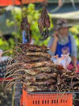 Ratten aus den Reisfeldern werden in Thailand zum Verkauf angeboten