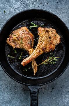 Roast lamb chops mit rosemary
