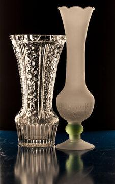 Zwei Glasblumenvasen.