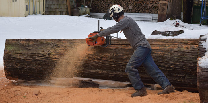 Live Edge, Table Maker, Cutting Slabs With an Alaskan Chain Saw Mill