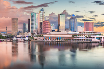 Fototapeta Tampa, Florida, USA downtown skyline on the bay at dawn.