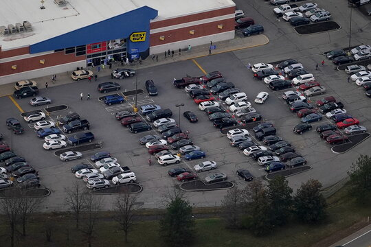 Shoppers head to stores in search of Black Friday savings in Kentucky