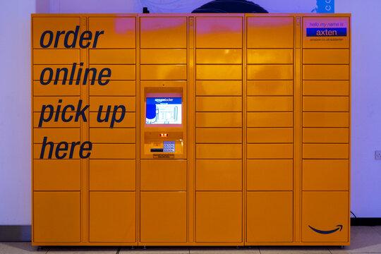 11/05/2019 Portsmouth, Hampshire, UK the exterior of an amazon locker