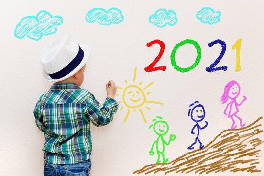 Kleiner Junge malt an der Wand - 2021