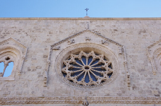 Larino - Molise - Cathedral of San Pardo - The particular thirteen-spoke rose window representing the twelve Apostles and Jesus Christ.