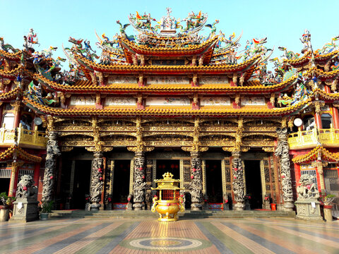 Temples in Taiwan. Believers come here to worship and become the center of faith. Dragon and Phoenix carvings and folk tales. A lot of gold paint shows nobleness