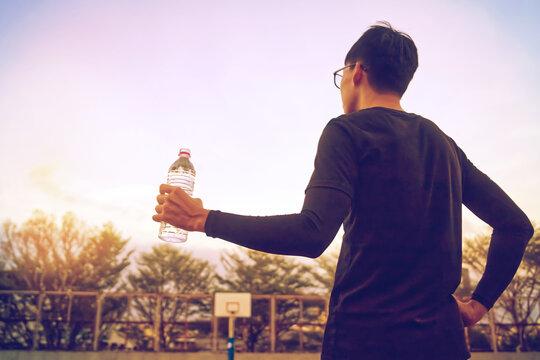 水分補給をするペットボトルを持つ手 bottle in a hand, stay hydrated.