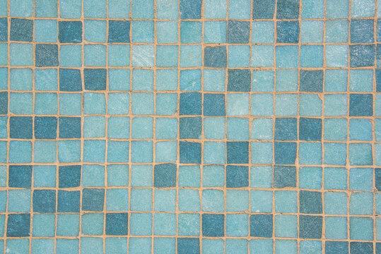 Texture crédence petits carreaux verts et bleus