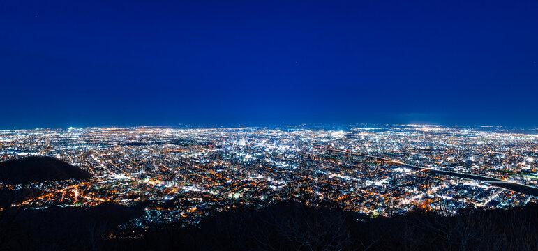 日本新三大夜景 札幌 藻岩山から眺望 ワイド