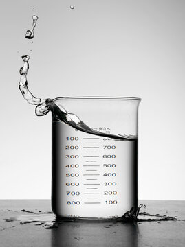 Water splashing in milliliter flask