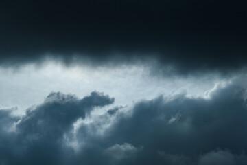 Nubes de lluvia Wall mural