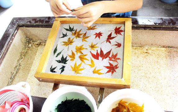 紅葉の和紙作り