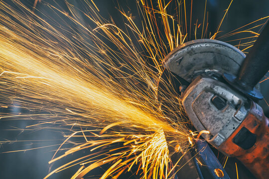 Cutting metal with angle grinder