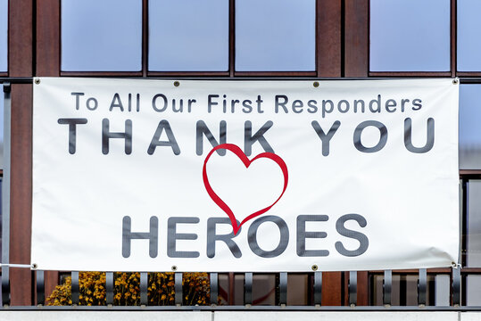 Sign to thank heroes during the pandemic.