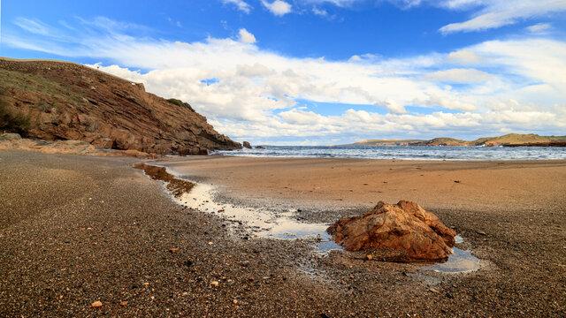 Menorca vistas de la costa con el i cielo mar azul