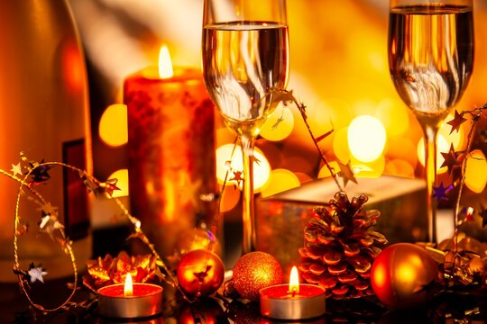 Christmas decoration with glasses of vine and candles.