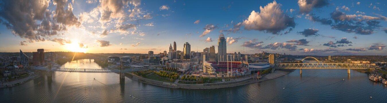Cincinnati, Ohio, USA skyline aerial view