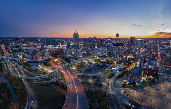Twilight panoramic view of Cincinnati, Ohio
