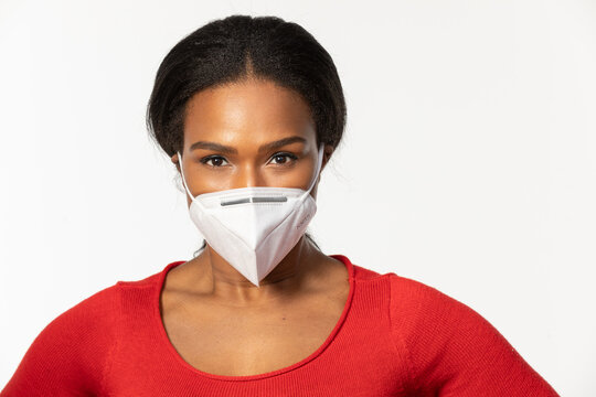African-American woman wearing KN95 mask to keep her protect from viruses 0591