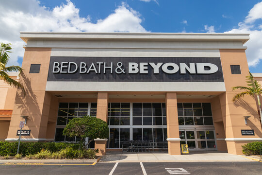 Cape Coral, FL, USA 3/11/20 : Bed Bath & Beyond is a chain of domestic merchandise retail stores selling goods for bedroom, bathroom, kitchen and dining room in USA, Puerto Rico, Canada and Mexico.