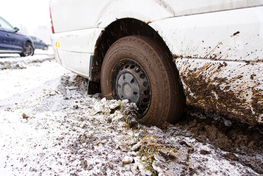 the car stalled in the mud in winter. minivan stalled in the mud. wrong, bad wheel tread for off road