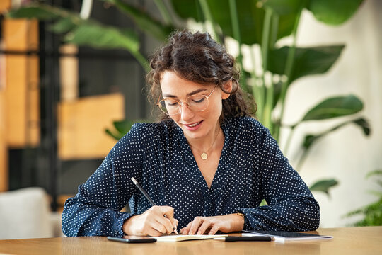Woman writing down notes on agenda
