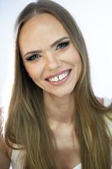 Młoda uśmiechnięta dziewczyna – Basia