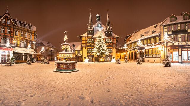 Panorama Wernigerode Weihnachtsmarkt Winter mit Schnee
