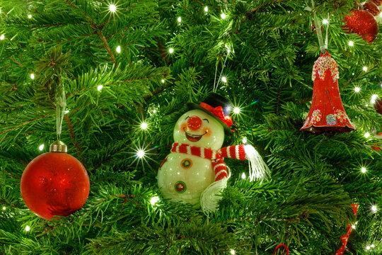 Décoration d'un sapin de Noël