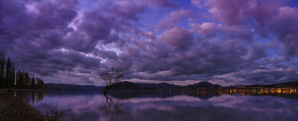 Scenic View Of Lake Against Cloudy Sky During Dusk Fotobehang