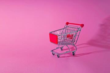 Obraz Empty Shopping Cart Over Pink Background - fototapety do salonu