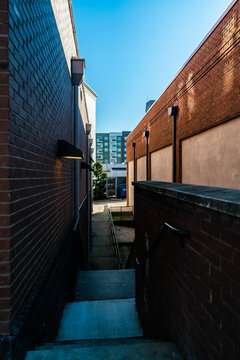 alleyway between city buildings