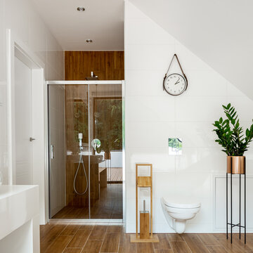 Amazing bathroom with wooden wall and floor