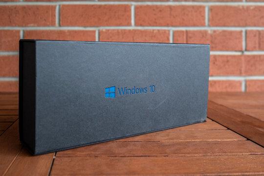 Windows 10 logo on package