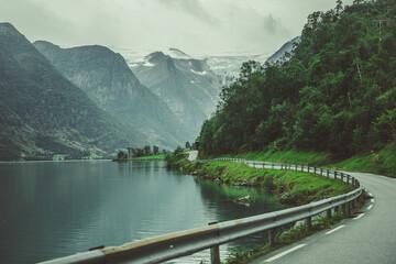 Scenic Norwegian Route Along the Lake Fotobehang
