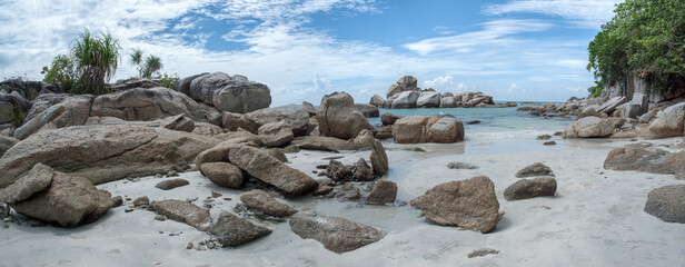 Obraz Rocks On Beach Against Sky - fototapety do salonu
