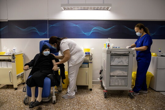 Greece kicks off COVID vaccine shots for elderly in Athens hospital