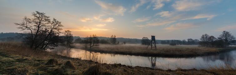 świt nad rzeką - fototapety na wymiar