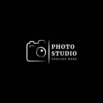 Photography logotype. Minimalist photography logo concept, fit for lens store, photo studio and camera business. Illustration vector logo.