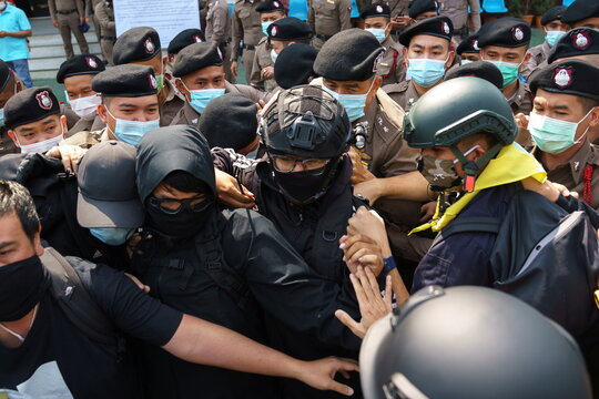 Volunteer guards of the anti-government protest movement scuffle with police officers at the Khlong Luang police station in Pathum Thani province,
