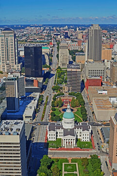 Aerial view of the skyline of St Louis with Old Courthouse