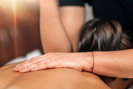 Lomi Lomi Hawaiian Back Massage