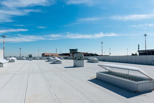 Prese d'aria in edificio industriale