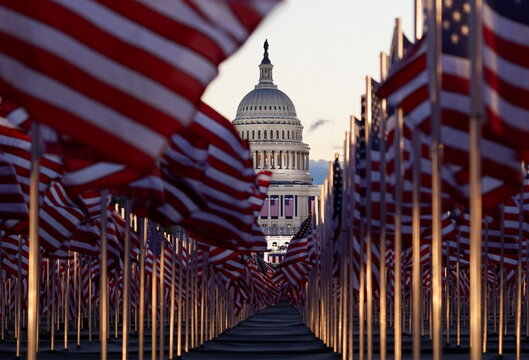 """The """"Field of flags"""" in Washington"""