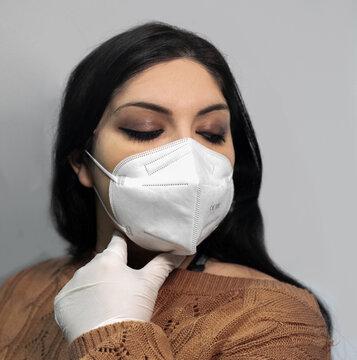 Ragazza indossa mascherina