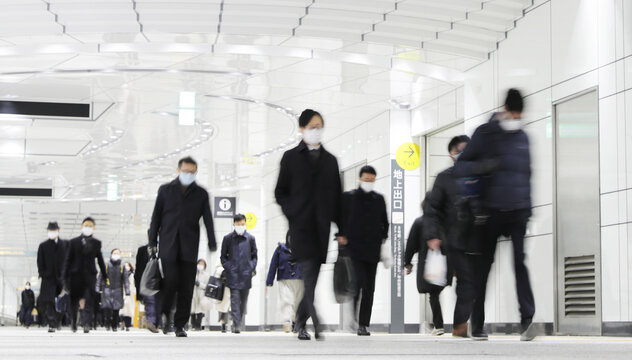 Covid-19 : Crowd of people wearing masks walking to work in Tokyo, JAPAN (都内の通勤風景)