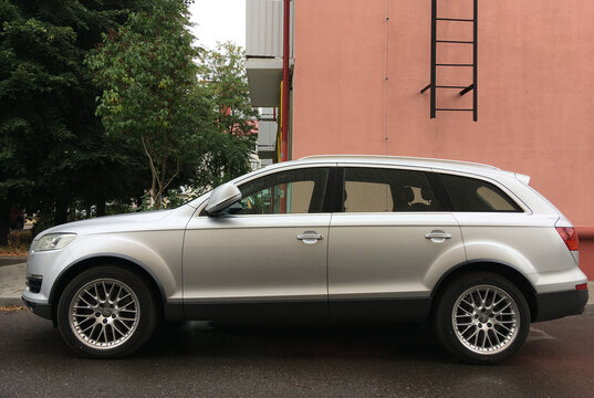 Belarus, Minsk - 22/08/2020:Silver Audi q7 car in the yard