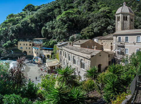 abbazia e spiaggia di san fruttuoso