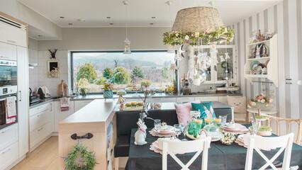 Obraz Pieknie nakryty stól wielkanocny i sniadanie wielkanocne w nowoczesnej jadalni przytulnie urzadzonej - fototapety do salonu