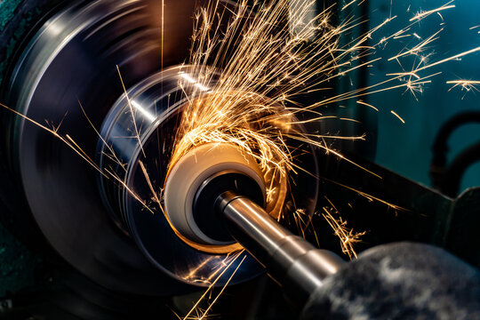Grinding the end of the workpiece with an abrasive wheel on a circular grinding machine.